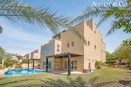 Exceptional 6 Bedroom Villa|Private Pool
