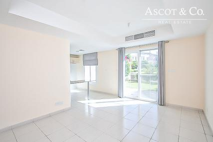 Lakeview Villa Spring 6 | 4M 2BR + Study