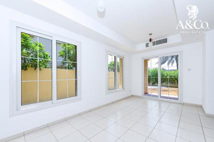 Beautiful 4E | 2 Bedroom | Available Now