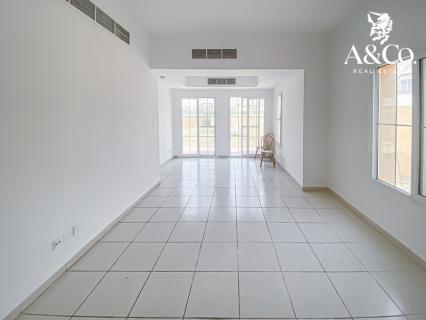 Vacant Now  | End unit  |  Close to pool