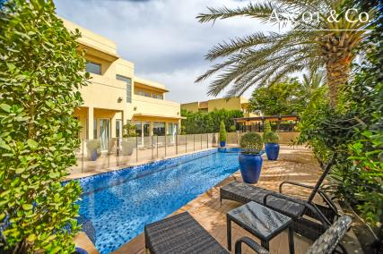 Stunning Upgraded 5 Bed on the Golf Course