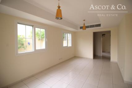 4E WITH POOL IN SPRINGS 11  | AVAILABLE