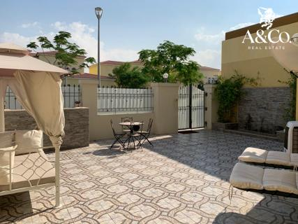 Maintained Garden | Pool | 3 Beds + Maid