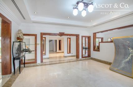 Full Lake View Upgraded Hattan Villa
