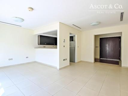 Cozy One Bedroom Townhouse|Close To Park