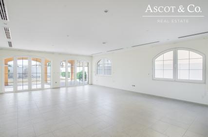 District 2 | 5 Bed+M Legacy | Artificial