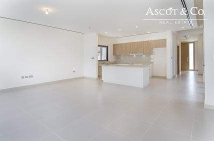 Handed Over | Close To Pool And Park |E3