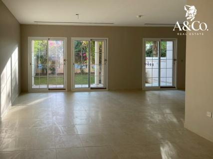 Vacant 2 BR TH in District 8 |Single Row